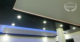 Двухуровневый натяжной потолок со встроенным освещением в Хабаровске